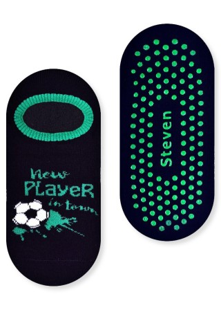 Chłopięce stopki frotte ANTYPOŚLIZGOWE- FOOTBALL wzór z piłką nożną - czarny