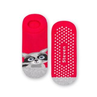 Ciepłe dziecięce stopki antypoślizgowe ABS - wzór z szopem - czerwony